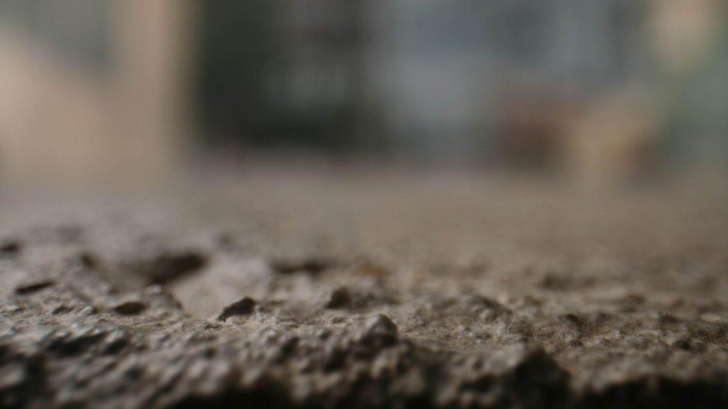 Uma calçada vista de perto