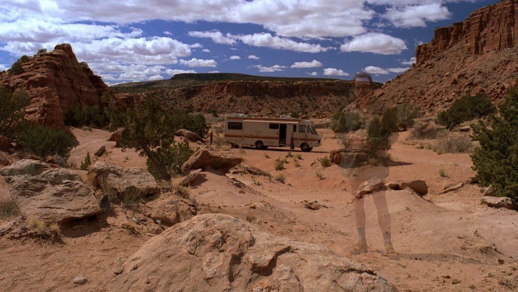 Walter sumindo no deserto