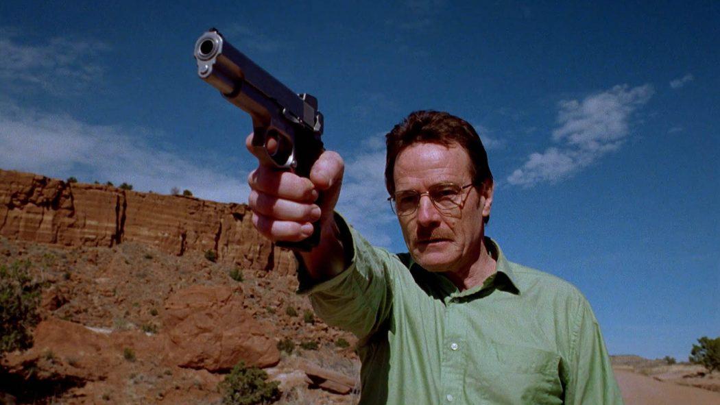 Walter apontando a pistola para o fim da estrada