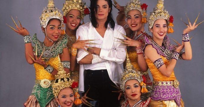 """Michael Jackson e dançarinas do clipe """"Black or White"""""""
