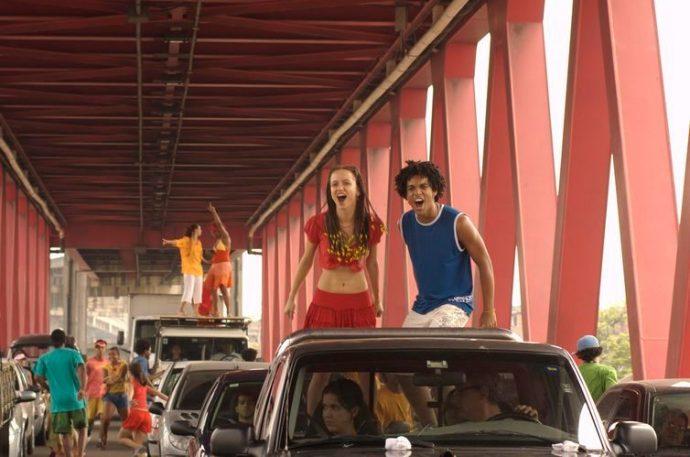 Analídia (Cristina Lago) e Jonathan (Vinícius D'Black)