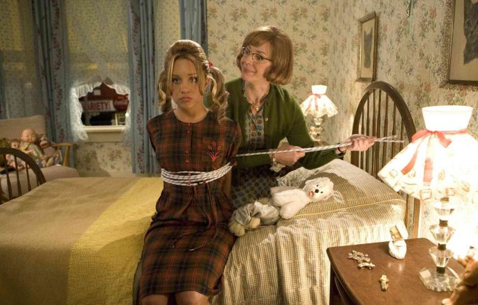 musicais - Prudy (Allison Janney) e Penny (Amanda Bynes) Pingleton