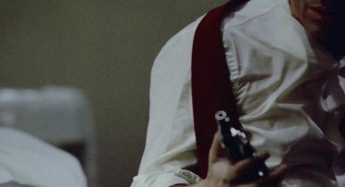 Nicky segura uma arma