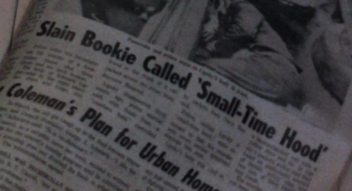 Uma manchete de jornal anuncia a morte de alguém