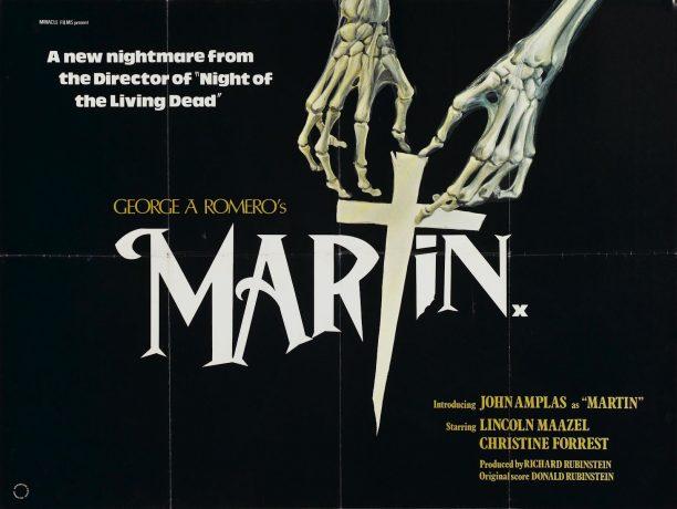Material promocional de Martin, duas mãos feita de ossos tentam alcançar a letra T que remete a imagem de uma cruz e de uma estaca