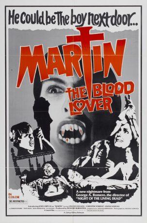 """Pôster do filme Martin, onde se vê o parte do rosto do rapaz com uma dentadura de vampiro, rostos aterrorizados e letras estilizadas que remetem onde o """"T"""" remete a uma seringa e uma cruz"""