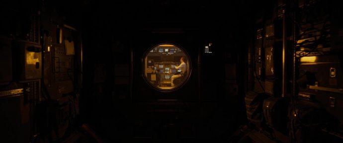 Roy sozinho na nave espacial