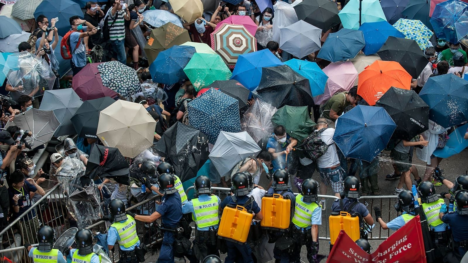 Protestos pró democracia em Hong Kong, cujo símbolo é um guarda-chuva