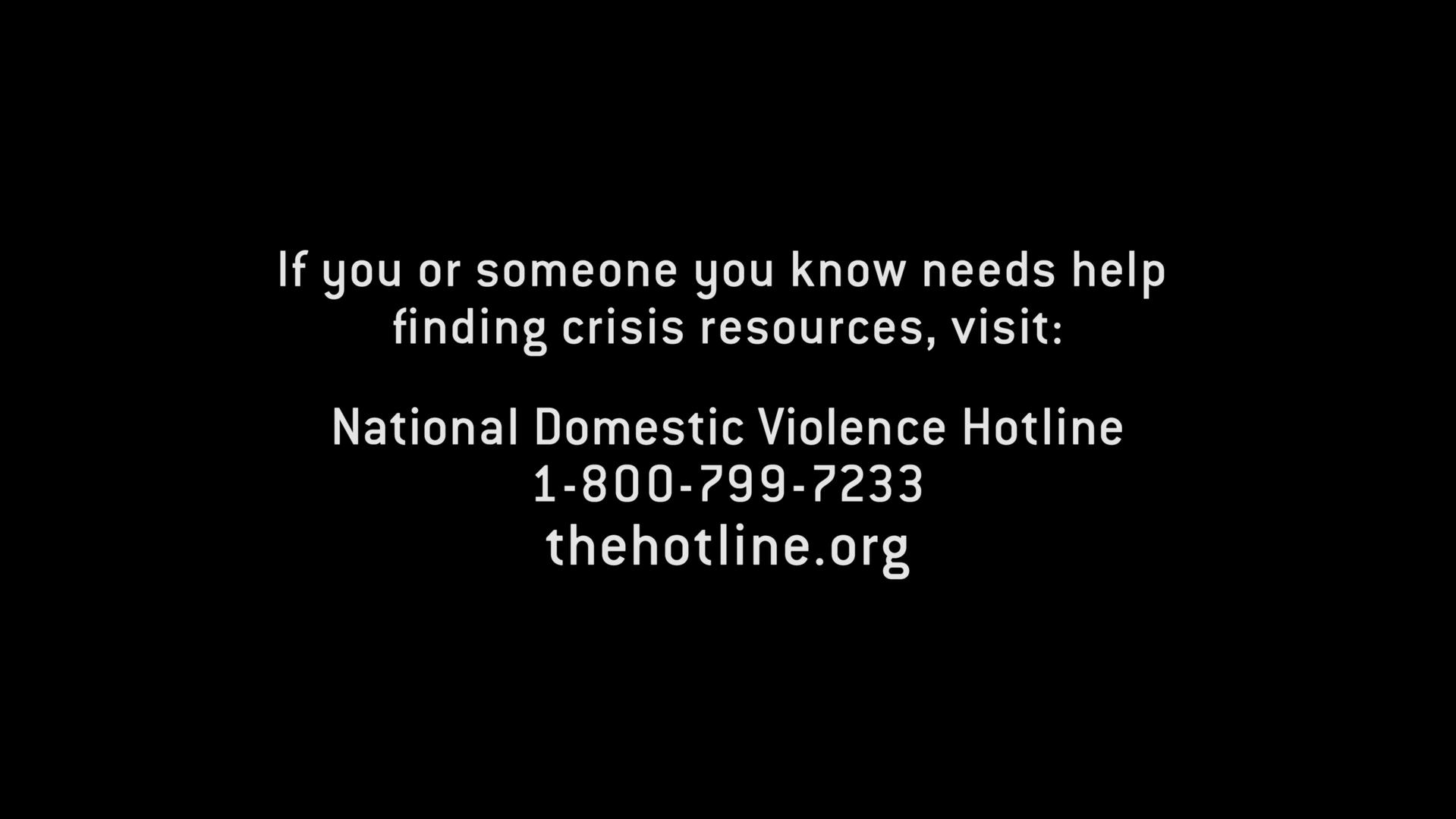 Cartela com o numero de contato de emergência para casos de violência domestica que apareceu no final do episódio 7