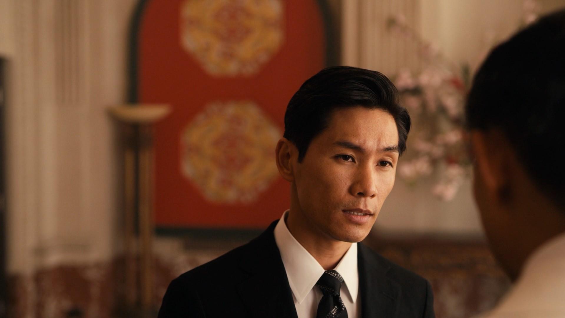 Versão jovem do ministro Zhang/White Rose encarando seu amante