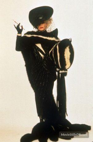 Glenn Close caracterizada como Cruella.