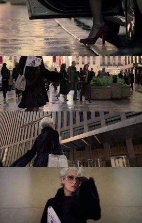 Montagem com trechos da apresentação de Miranda: plano detalhe de um pé saindo de um carro, plano aproximado de alguém andando na rua, Miranda de costas caminha em direção a um prédio, Miranda em um elevador ajeita os óculos escuros.