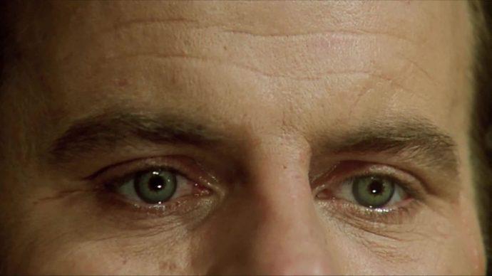 Close nos olhos de Michael Ironside